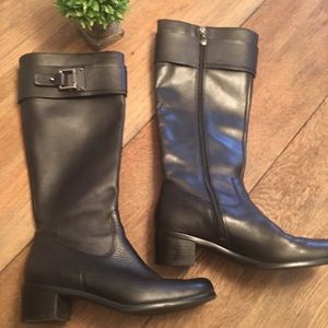 Black Leather Kerry Tahari Boots Size 7-1/2 Medium